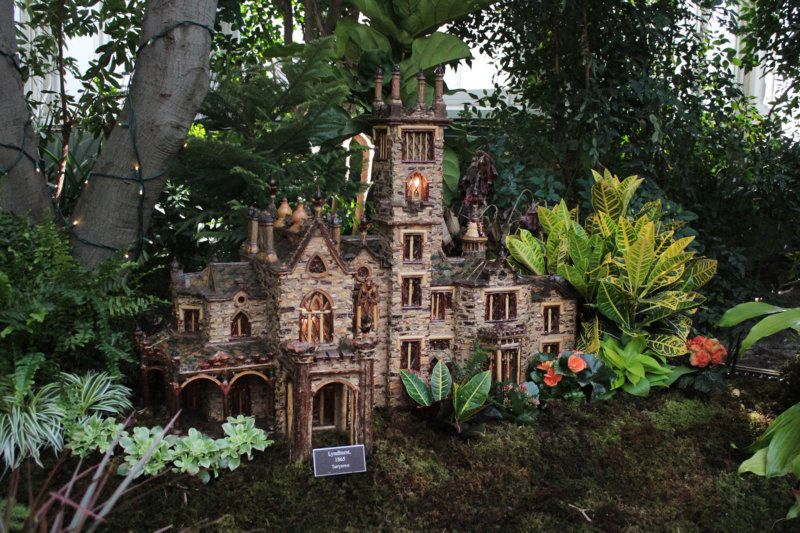 The New York Botanical Gardenu0027s Holiday Train Show Returns With Plant Based  Renderings Of New Images