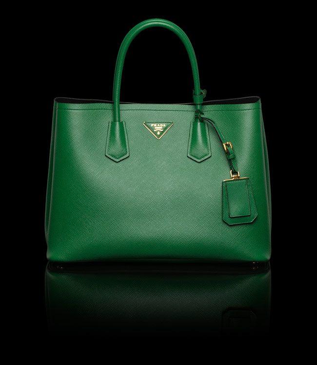 f96590388527 Sacs Fourre-tout En Cuir · Le sac de mes rêves   Double Bag - Prada vert Sac  À Main, Chaussure