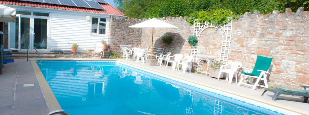 Hendoidea self catering cottages with spa and pool - Hen party houses with swimming pool ...