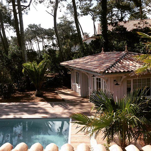 Une maison en bois dans les pins - PLANETE DECO a homes world - location maison cap ferret avec piscine
