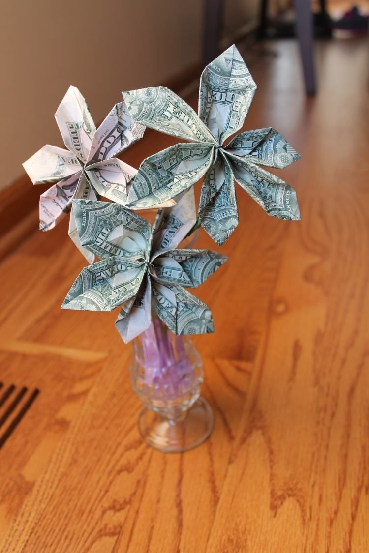 blumen in vase aber welche aus geldscheine geldgeschenke money flowers gifts und money. Black Bedroom Furniture Sets. Home Design Ideas