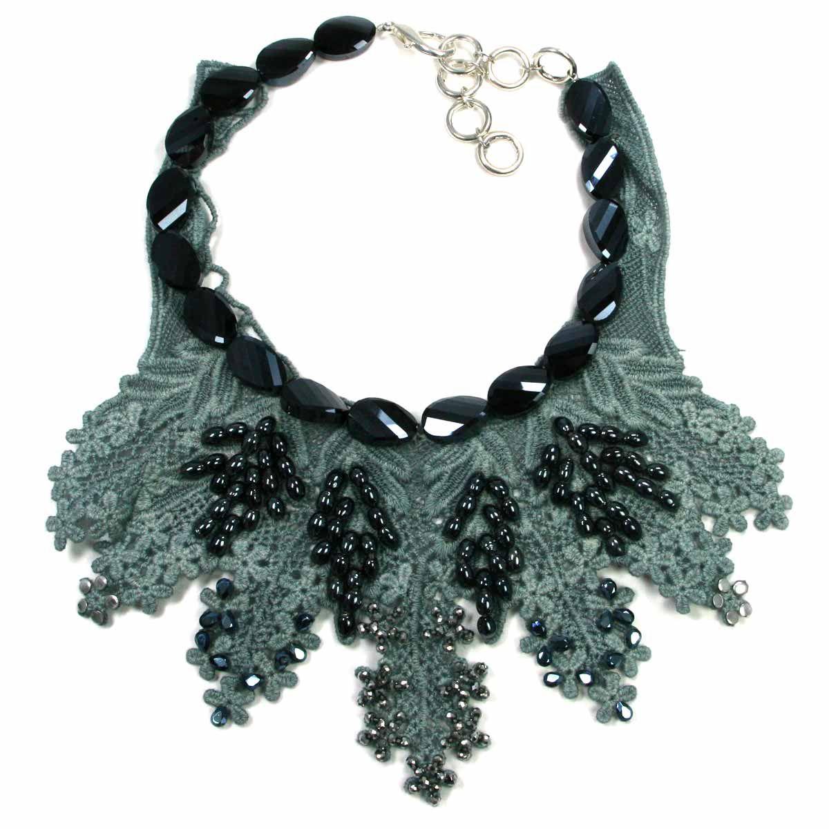 5732333ca66c Collar o gargantilla de Alta Bisutería. Colección limitada. Collar corto (o  gargantilla) diseñado por Coral de la Croix