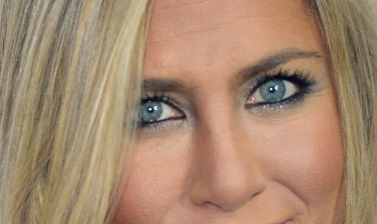 Jennifer Aniston Wore a Blue Smoky Eye Out in Public!  Jennifer
