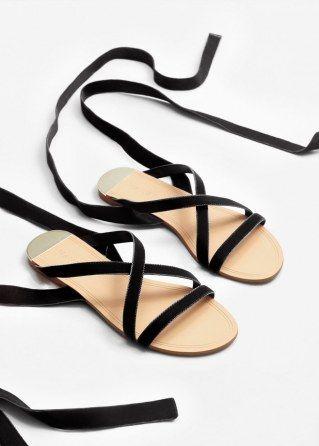 Samt-Sandalen von Mango, 17,99 €