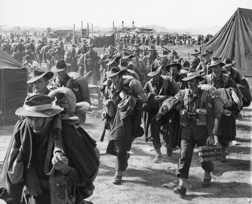 Australian Soldiers Arriving In Korea Korean War 1950 870x704 Historyporn Korean War American Soldiers North Korean Tanks
