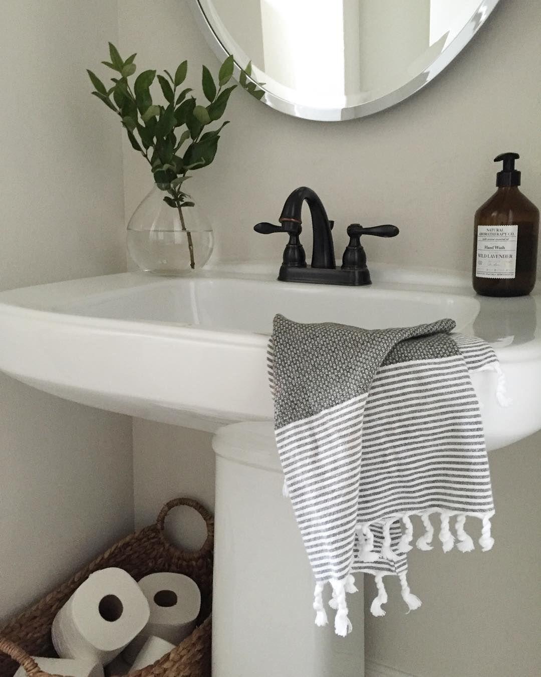By Crazywonderfulblog With Images Powder Room Decor Half Bath Decor Simple Bathroom Designs