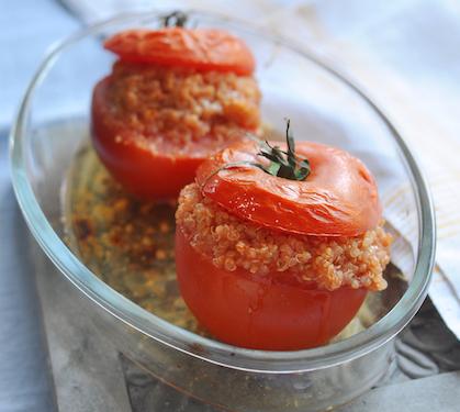 Tomates Farcies au Blé Gratiné au Parmesan et au Basilic - Envie de bien manger. D'autres recettes à base de tomate ici : http://www.enviedebienmanger.fr/recettes/tomate