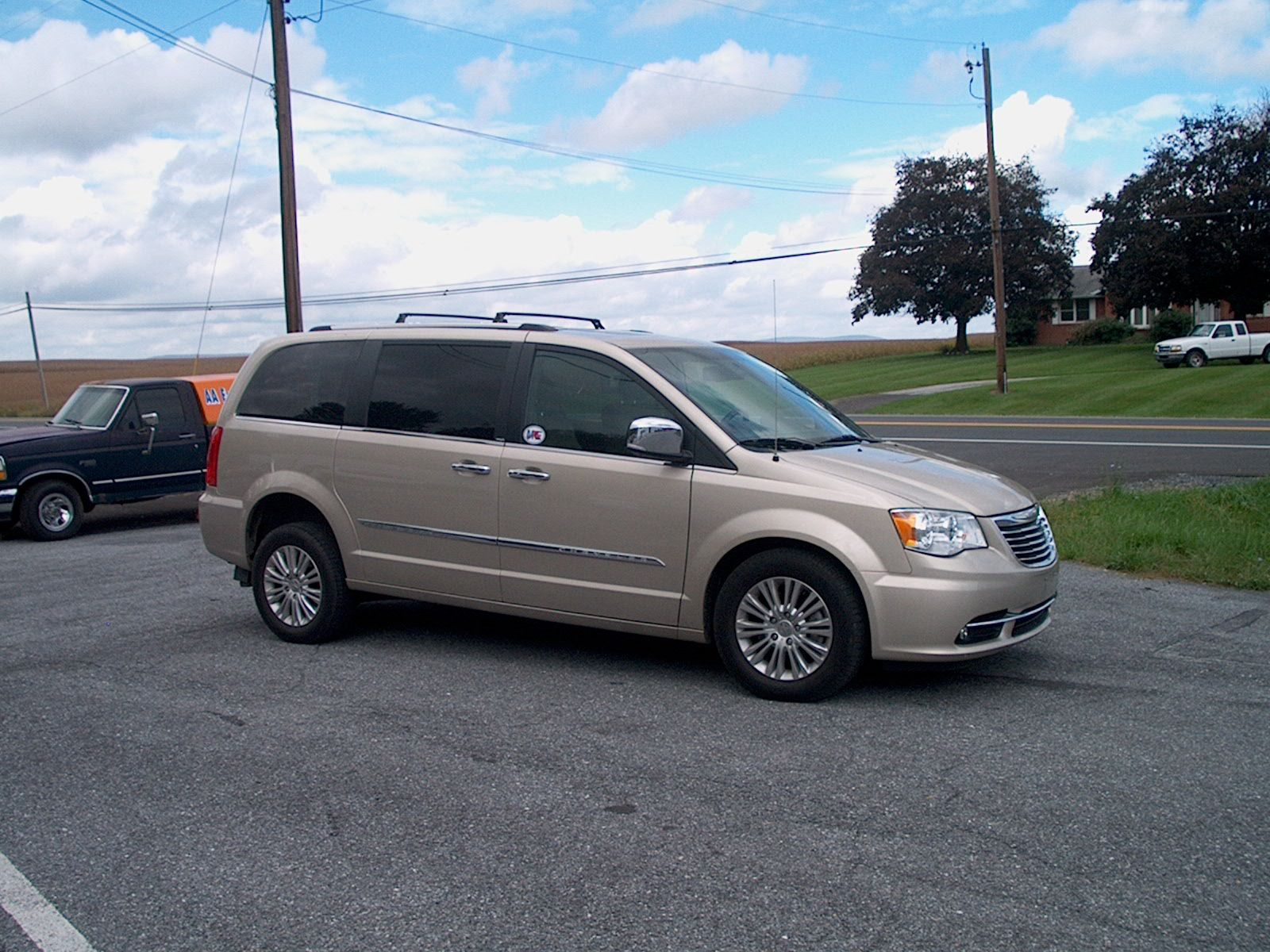 2014 Chrysler Town Country Ltd Wheelchair Van 0285 Vans