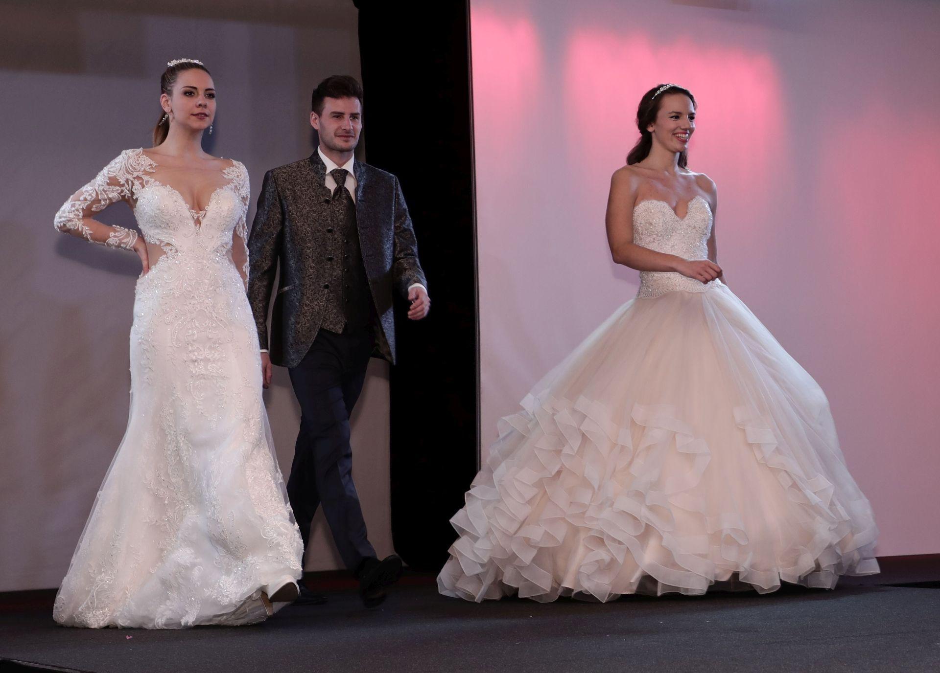 hochzeitsmode auf dem trau dich bridal catwalk