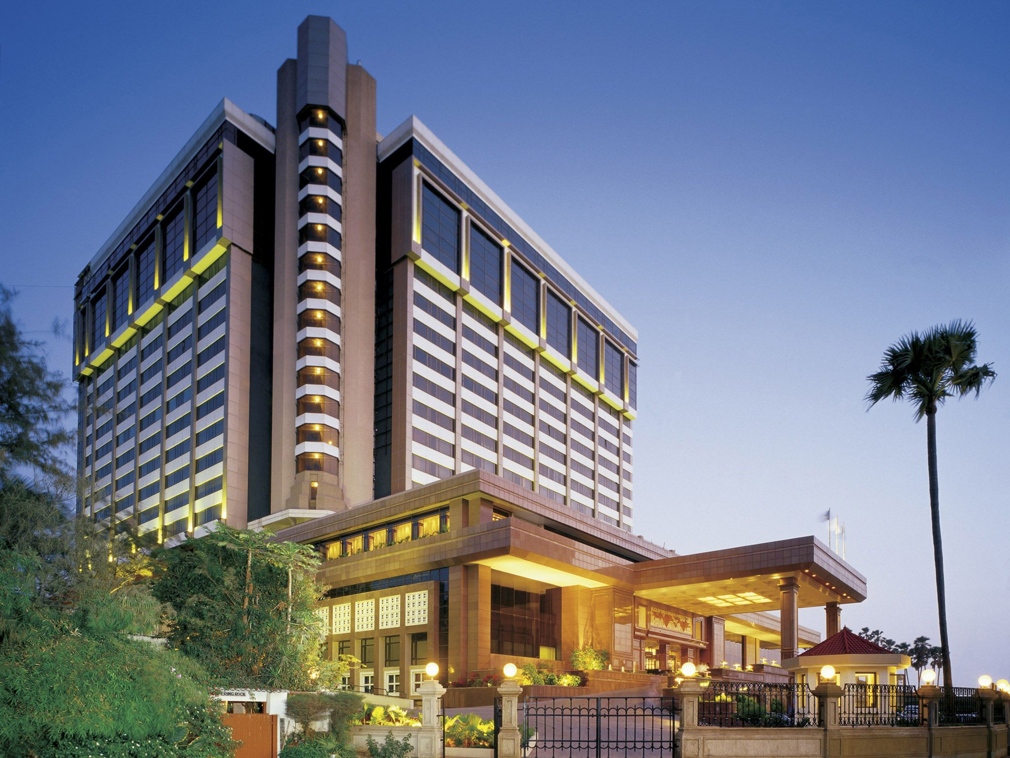 Taj Lands End Is A Boutiquehotel That Serves Business Travelers And Leisure Seekers Amazing Hotelsbest