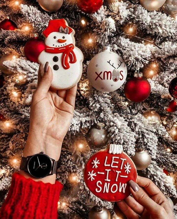 Let it snow☃️🎄🎁 discovered by Cillyhammes. on We Heart It
