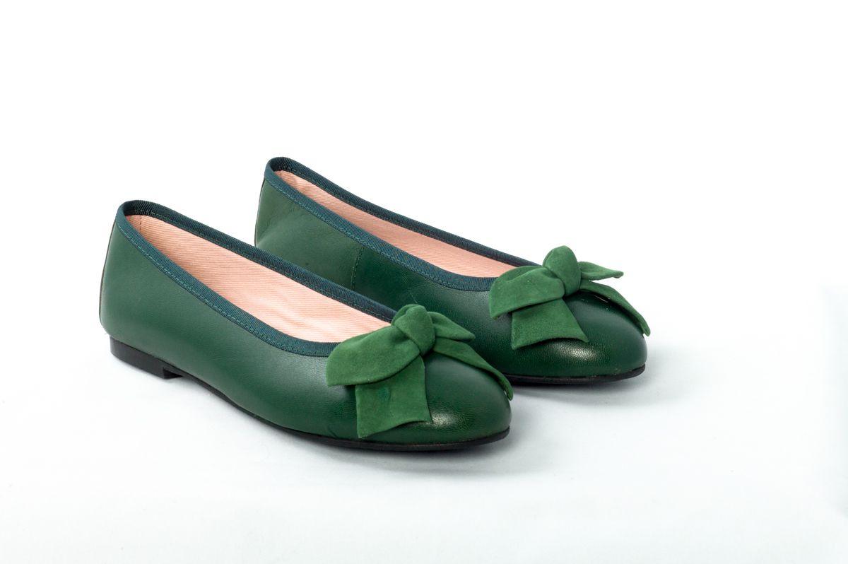 5ccba2cea38 Bailarinas-Eloisa piel verde con lazo en ante verde.  BailarinasEloisa   Bailarinas  zapatos  Eloisa.