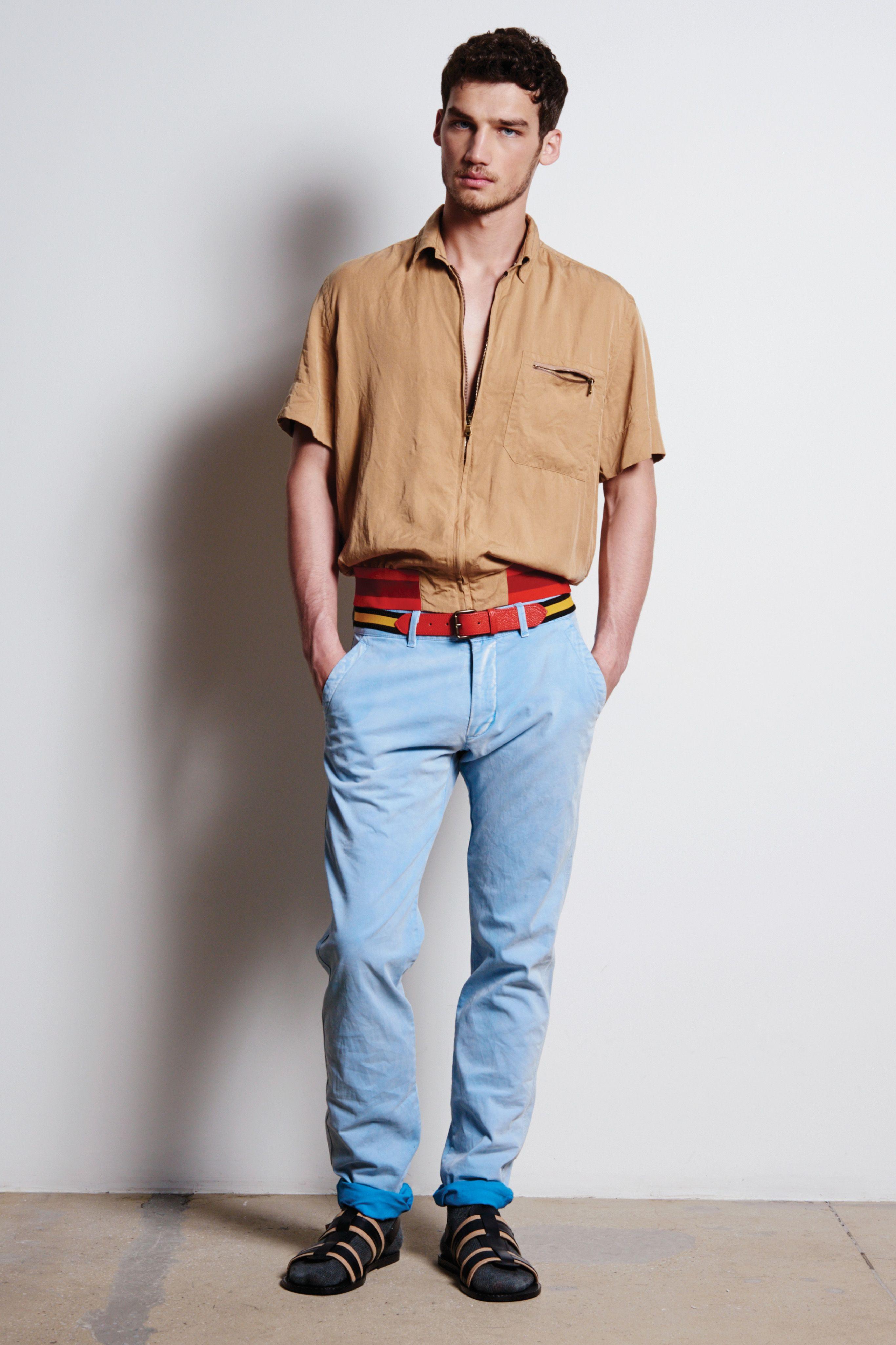 Casual men's short-sleeve shirt. Chino short sleeve shirt with a ...