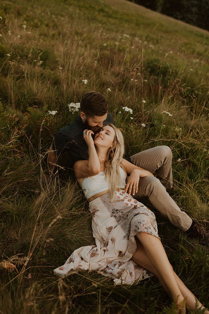 15+ Outfit Ideas for Spring Engagement Photos | Junebug Weddings – Coupless