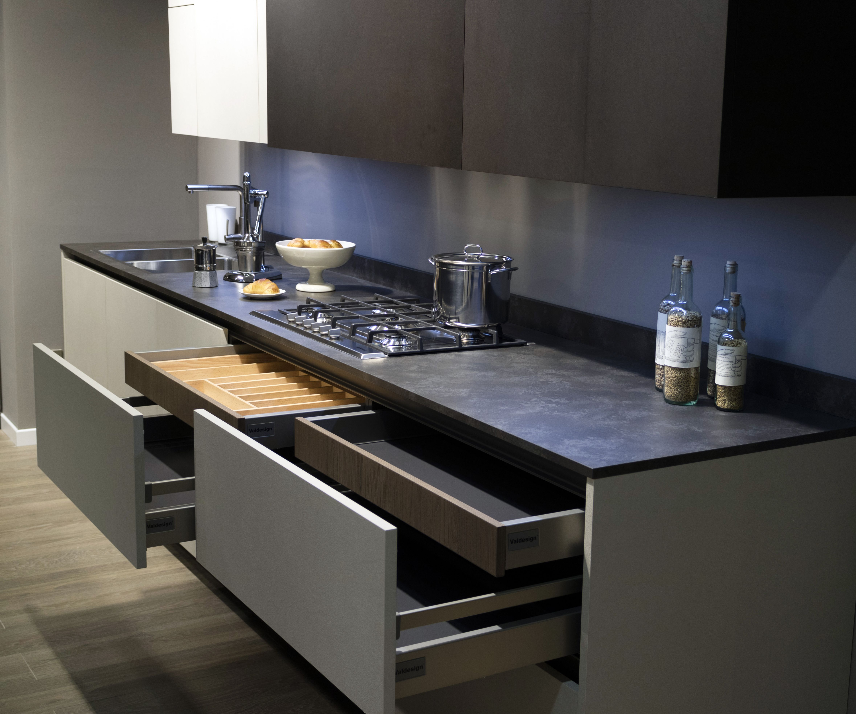 Cucina design moderno arredamento isola italiana - Rivestimento cucina bianca ...