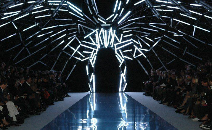 Movement I Chose This Because There Are An Infinite Variety Of Effects That These Lights Reflect Upon The Figures Tha Runway Fashion Fashion Show Stage Design