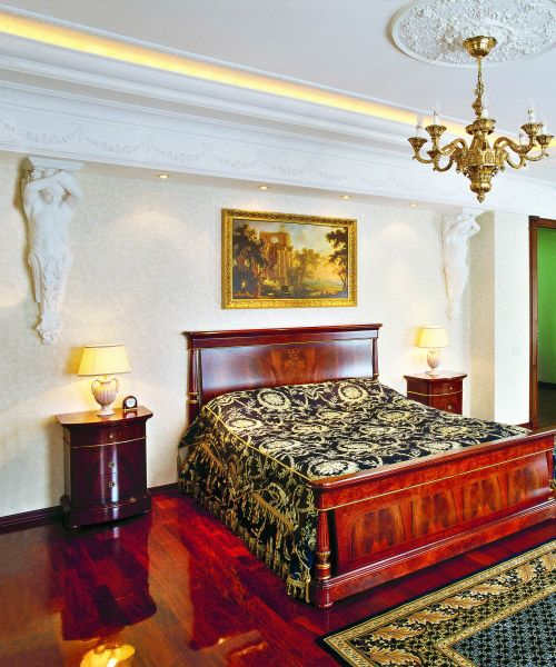 Crown Molding In Bedroom: Hollywood Crown Molding With Lighting In The Bedroom