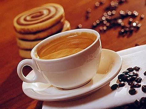 Consumo moderado de café pode reduzir tempo de sono mas não dá mais energia