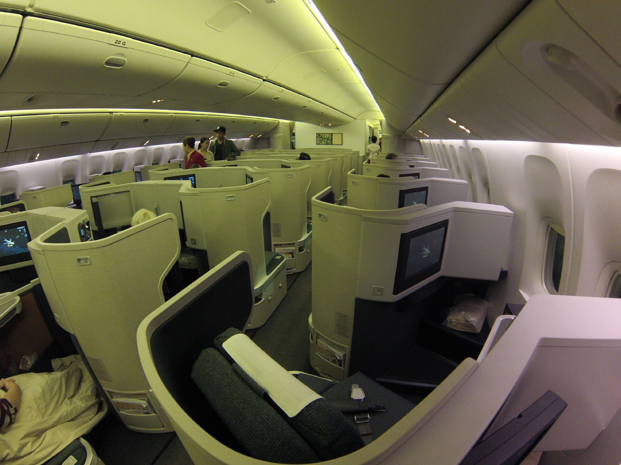 SeatGuru Seat Map Cathay Pacific Boeing 777-300ER (77H ...