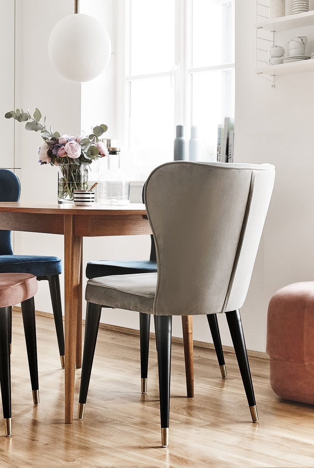 Esszimmer Leuchte Möbel Aus Hellem Holz Samt Polsterstuhl Cleo Home Decor Dining Chairs Chair Home Decor