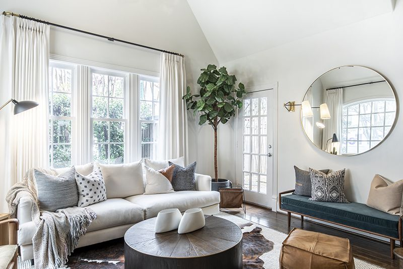 Cozy Luxury Modern Living Room by Urbanology Designs ...
