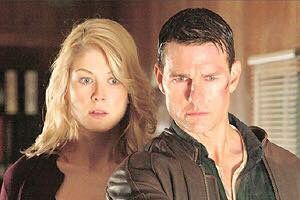 A Scene From Jack Reacher Rosamund Pike And Tom Cruise Rosamund Pike Tom Cruise Jack Reacher