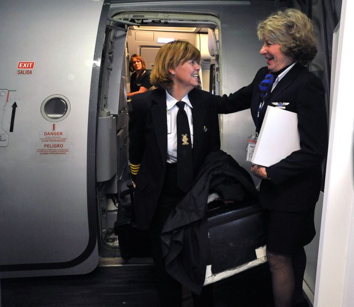 Longtime Spirit Airlines Pilot Makes Her Final Approach At Atlantic City International Airport Spirit Airlines Atlantic City Aviation Careers