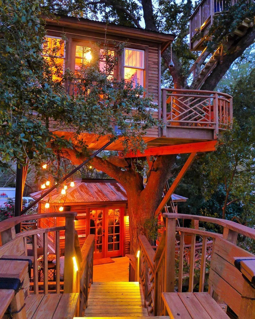 Pin By Julie Chauvin On Treehouses Log Cabins Cottages Wood Houses In 2020 Tree House Plans Cool Tree Houses Beautiful Tree Houses