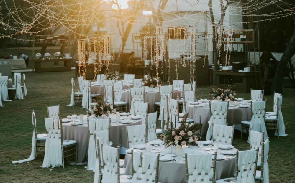 7 Brilliant Dollar Tree Wedding Ideas & Hacks | Official ...