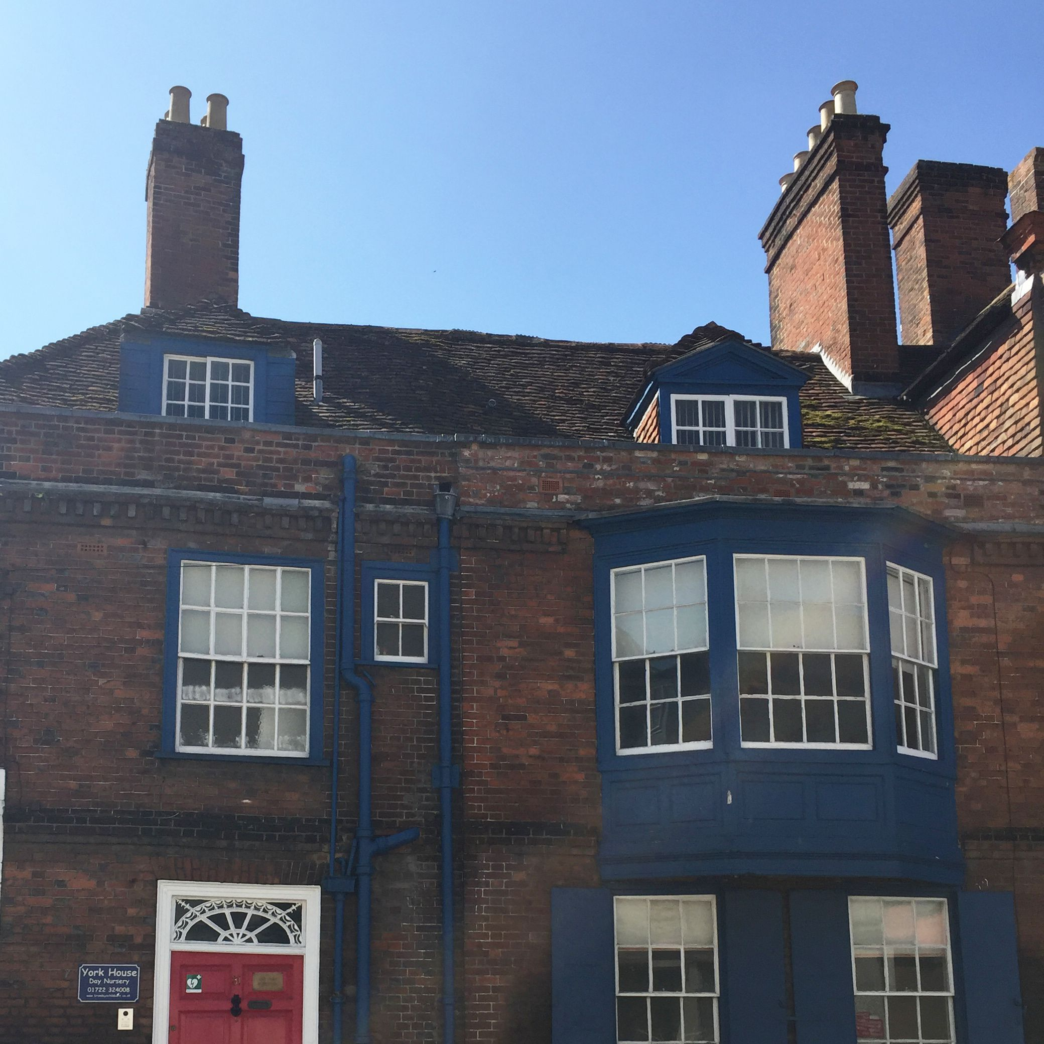 Flower Blue Cast Iron Downpipes And Soil Pipes In The Sunshine In Salisbury Last Weekend Flowerblue Blackisnot House Styles Cast Iron Water Systems