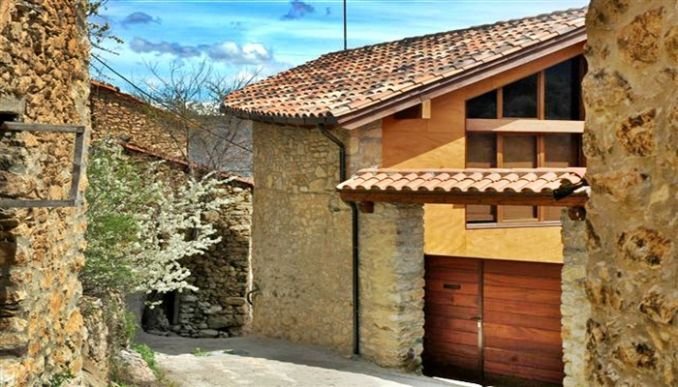 Worldperfectholidays casa t pica pirineo catal n cort del pairot parque natural del cad - Casas pirineo catalan ...
