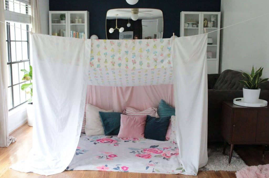 How to Make an Amazing Blanket Fort in 2020 Blanket fort