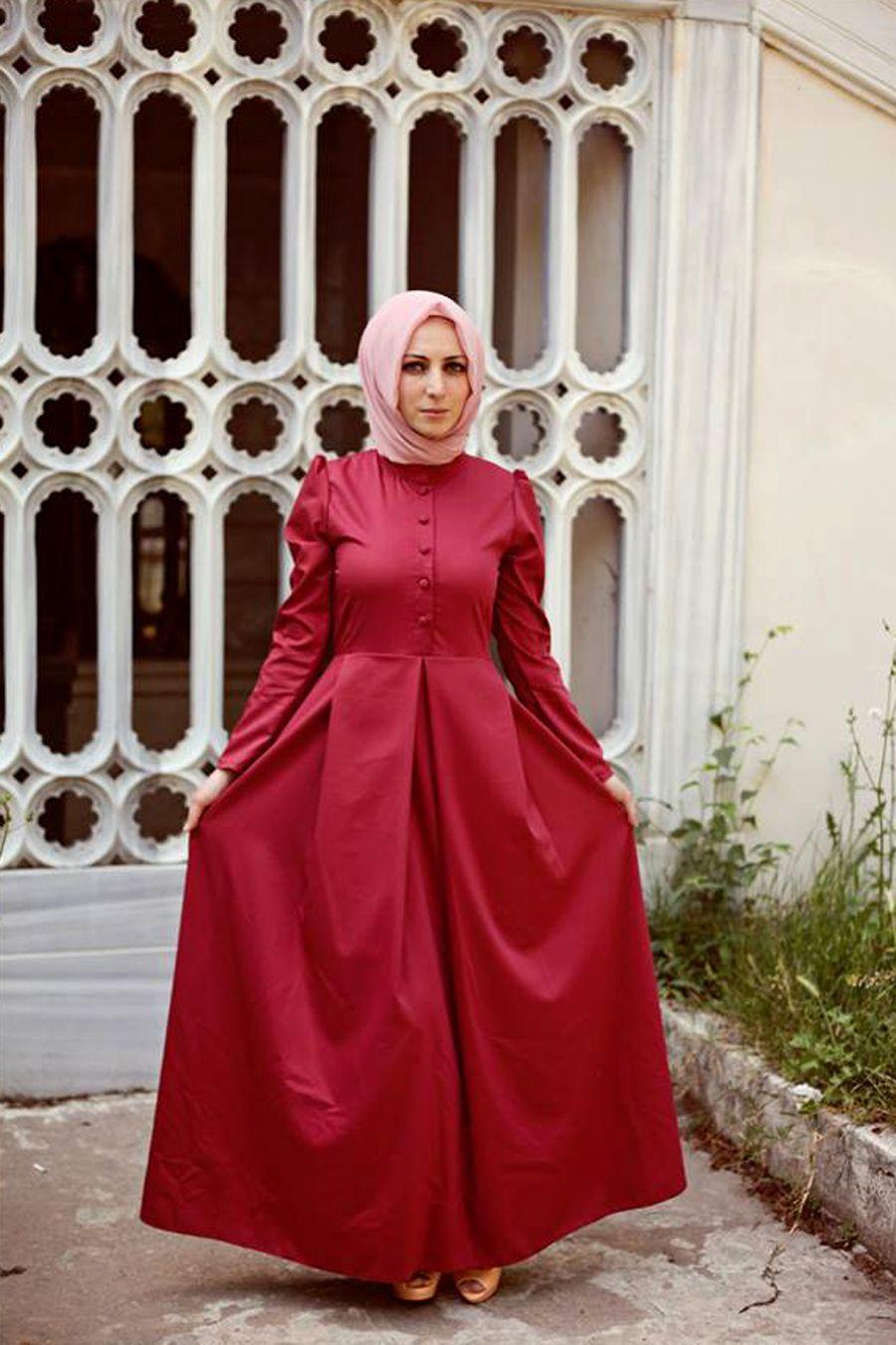 f0ff817be8840 Sultan modeli bordo tesettür elbise Kübra Biriktir özel tasarım  ürünlerinden olup, 145 cm boya sahiptir
