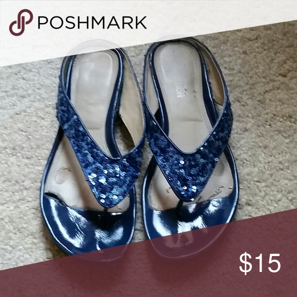 Kenneth Cole reaction sequin flip flops Navy blue, good condition Kenneth Cole Reaction Shoes Sandals
