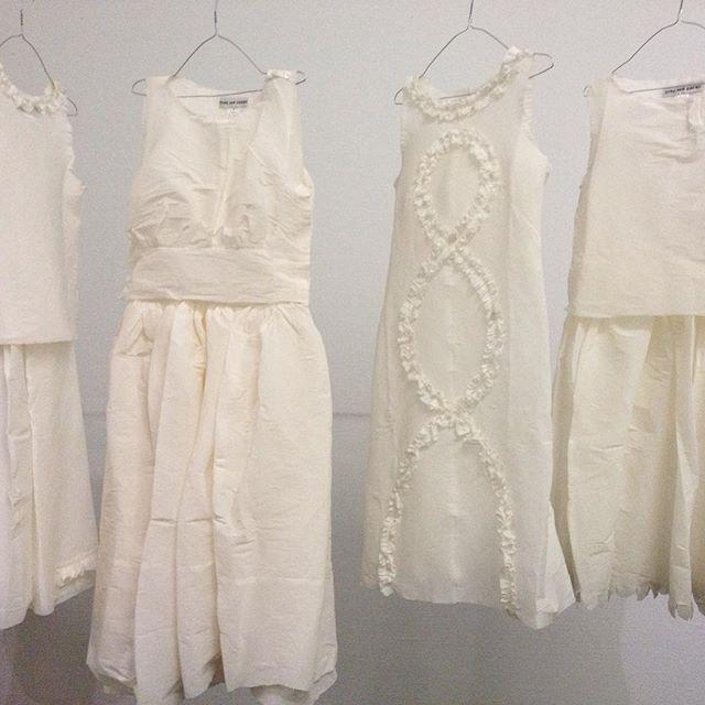 Stay out of the rain... Pretty paper dresses @boijmans #museumboijmansvanbeuningen #rotterdamcity #paperdresses #thenetherlands #stayoutoftherain #paperart