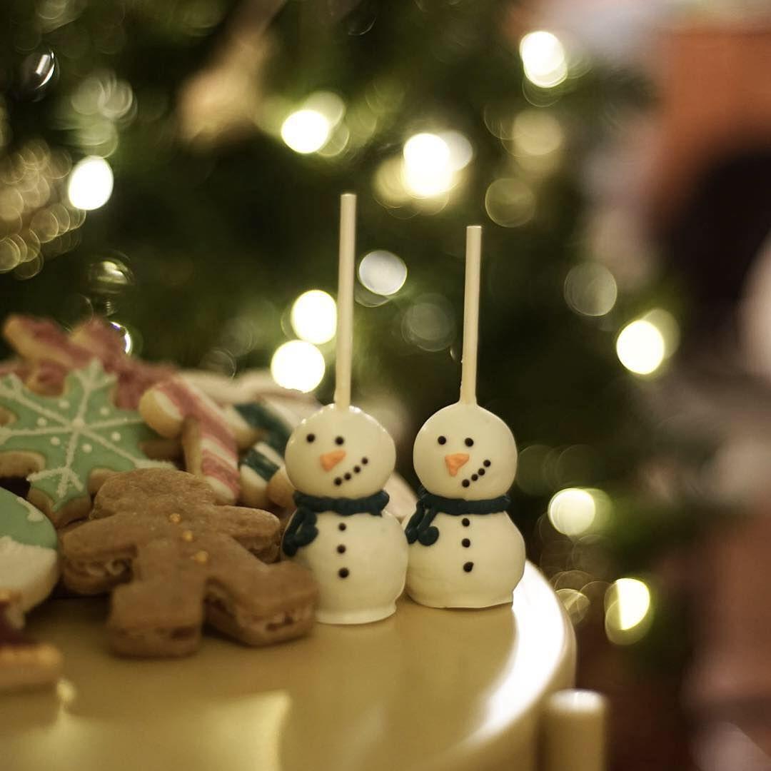 "Shana on Instagram: ""It's a festivus for the rest of us! . . . . . #cakepops #snowmancakepops #chocolatemint #christmastreats #christmascookies…"""