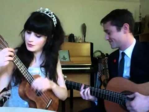 Joseph Gordon-Levitt & Zooey Deschanel Serenade You  OMG