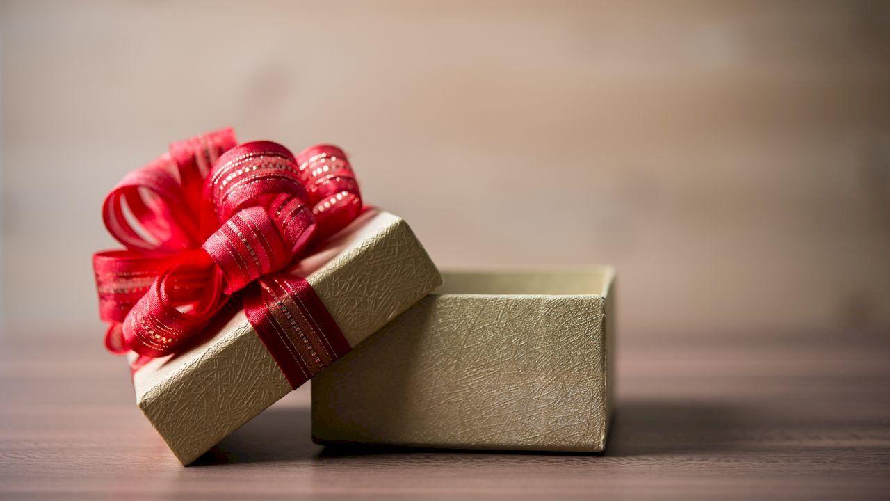 كيفية صنع علب الهدايا In 2020 Gifts Heart Ring Rings