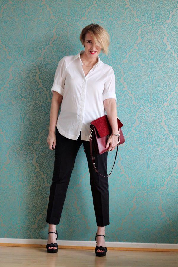 Klassische weiße Bluse zur schwarzen Hose   white shirt