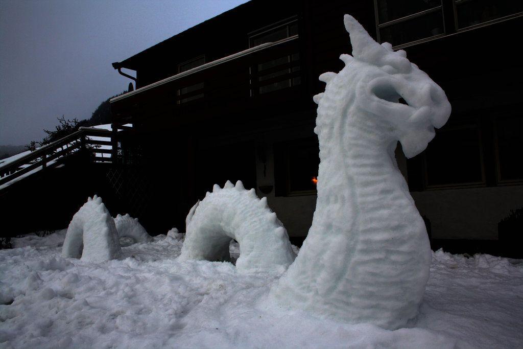 SNOW elementi WOLF Statua