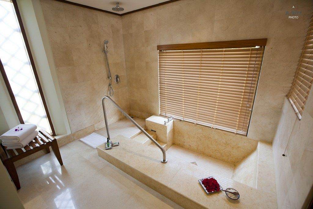 Sunken bathtub with steps | Pool / Water / Shower / Tub | Pinterest ...