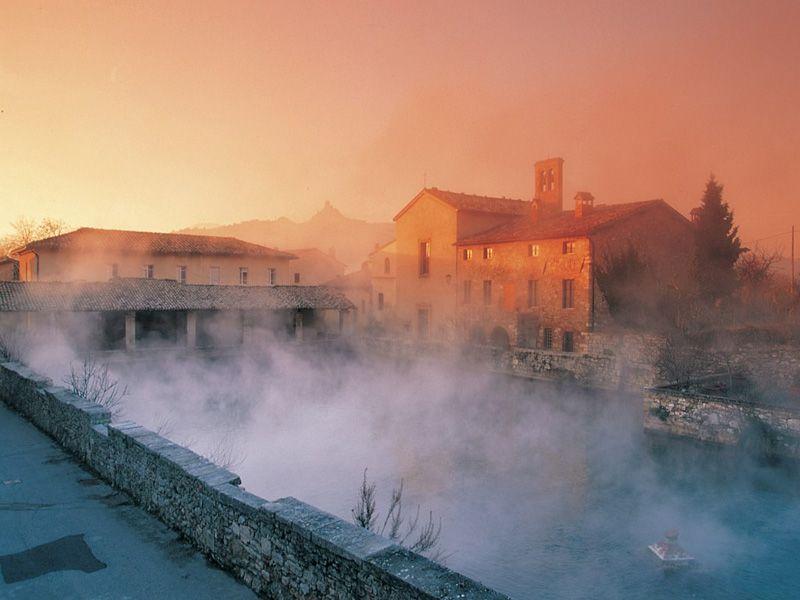 Bagno Vignoni, thermal baths and suggestive atmosphere | Honeymoon ...