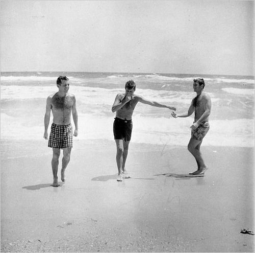 Palm Beach Chic Circa 1990s: 1957. Bobby, Jack Et Ted Kennedy. Palm Beach. Par Douglas