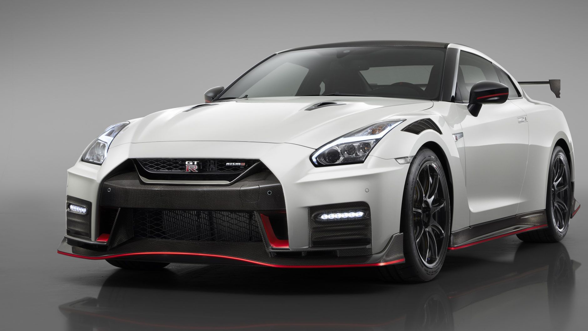 The 2020 Nissan Gt R Nismo Made Its World Launching With Race Car Inspired Upgrades And Tuning Enhancements That Optimize Its Nissan Gtr Nismo Nissan Gt R Gtr