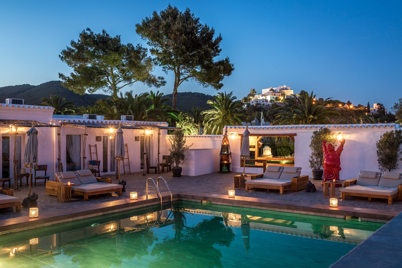 Ibiza zen bohemian boutique hostal for Hostal luxury