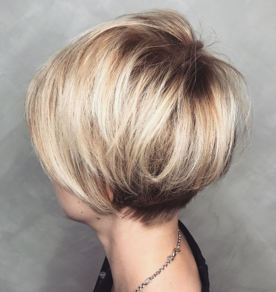 Rounded Pixie Bob With Blonde Balayage Coiffure Courte Coupe De Cheveux Courte Cheveux Courts