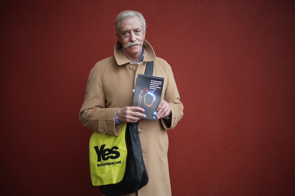 Yes Scotland Canvassing In Glasgow. ©Jeremy Sutton-Hibbert 2014, all rights reserved.