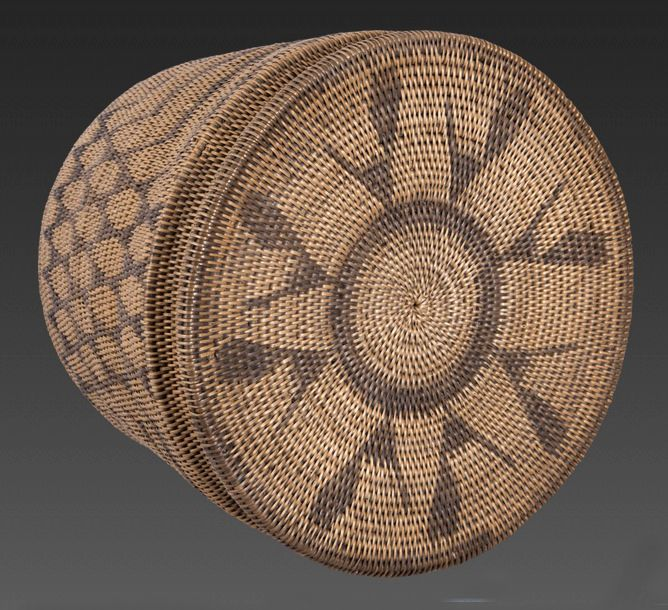 Africa | Large Barotse basket with Avian motif from the Lozi or Rotse people of Zambia | ca. early 20th century | Mukenge root and fiber; rod coiled