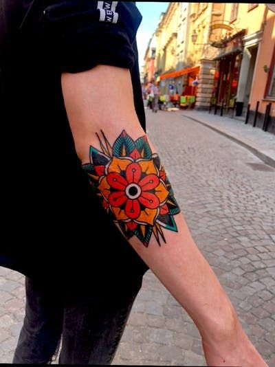 Idea By Chelb On Tattoo Traditional Tattoo Flowers