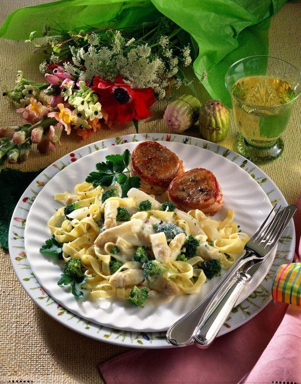 Unser beliebtes Rezept für Gemüsenudeln mit Mascarponesoße und mehr als 55.000 weitere kostenlose Rezepte auf LECKER.de.
